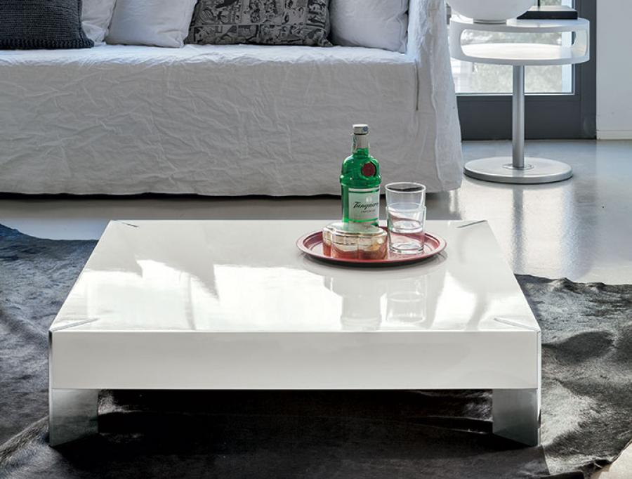 White-Modern-Coffee-Tables-use-the-largest-as-a-coffee-table-or-group-them-for-a-graphic-display (Image 8 of 9)
