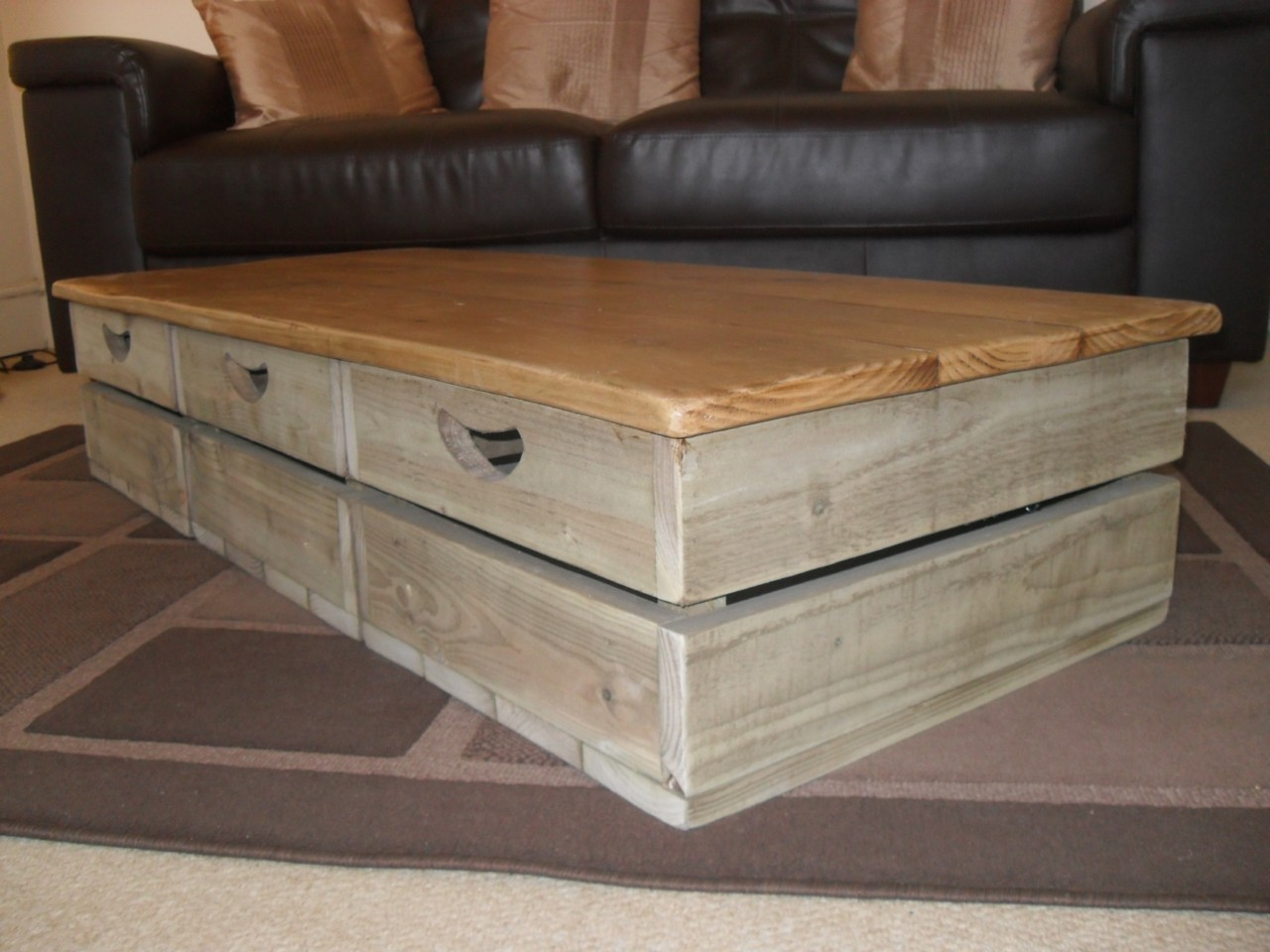 Interior Exterior Furniture Living Room Rustic Look Natural Finished Mahogany Storage Coffee Table With Standar (View 2 of 10)