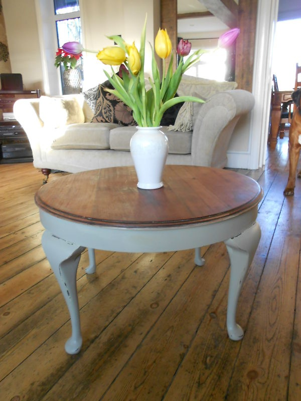 Vintage Shabby Chic Round Coffee Side Table Cabriole Legs Painted Farrow  Round Painted Coffee Table Cabriole