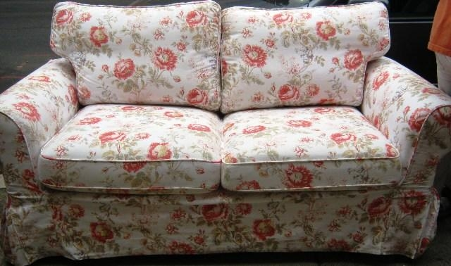 12 Floral Pattern Sofa Designs Rilane very well intended for Floral Sofas And Chairs (Image 5 of 20)