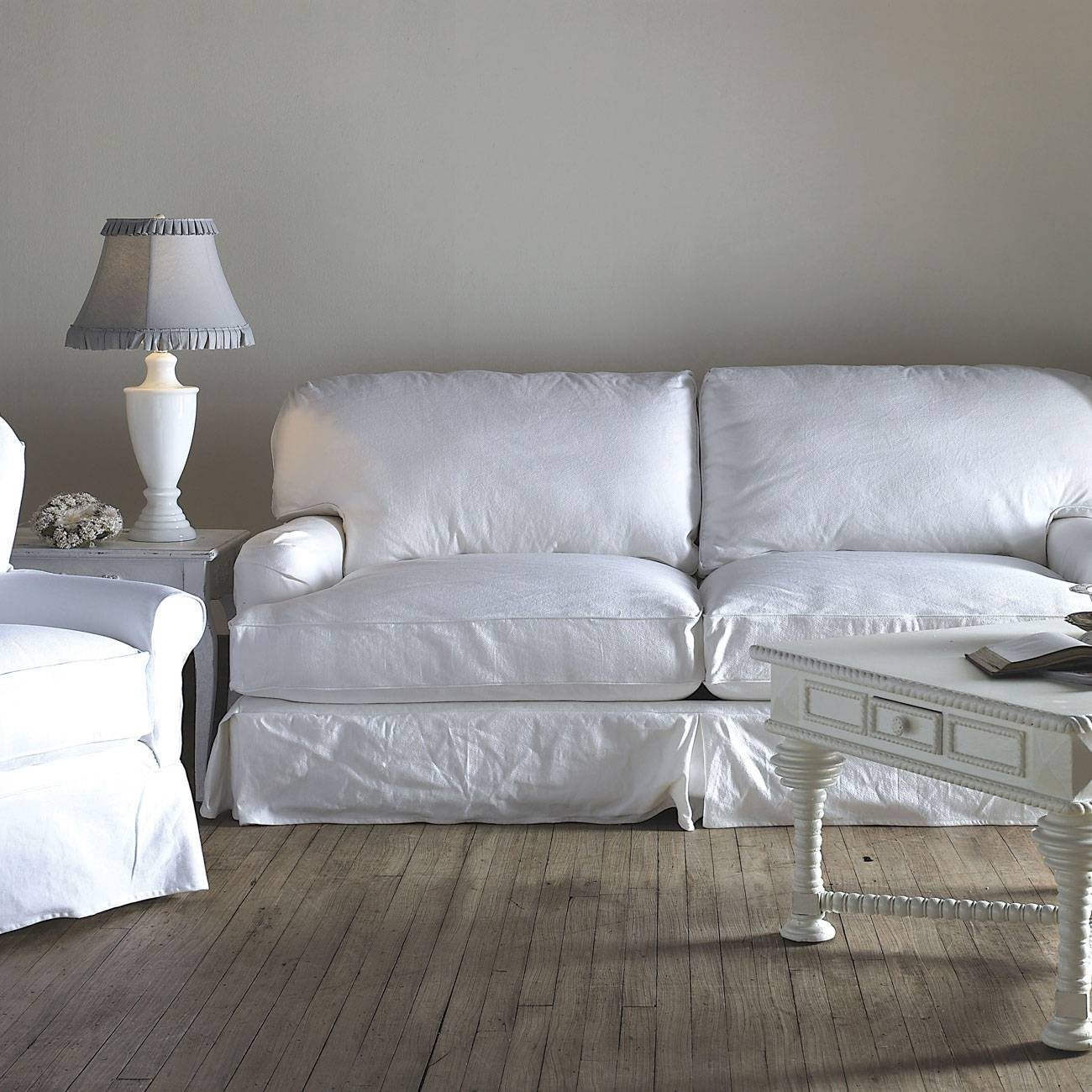 25 Cozy Shabby Chic Furniture Ideas For Your Home | Top Home Designs in Shabby Chic Sofa (Image 1 of 30)