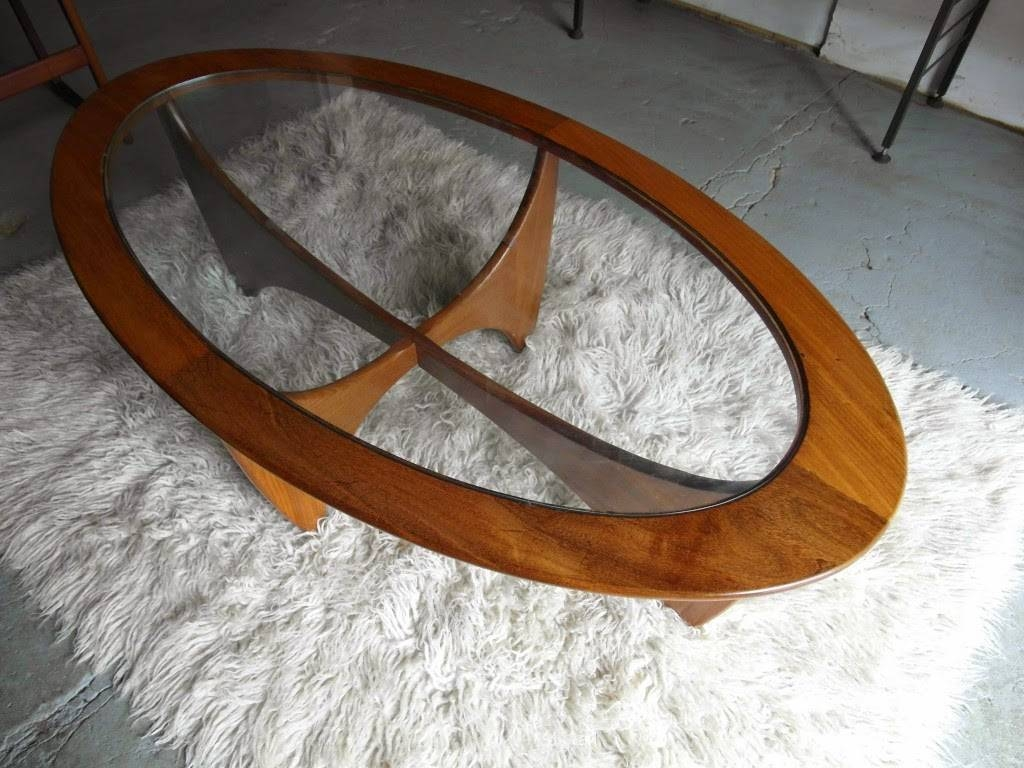 25 Elegant Oval Coffee Table Designs Made Of Glass And Wood with Oval Glass and Wood Coffee Tables (Image 1 of 30)