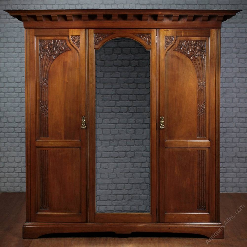Arts & Crafts Triple Wardrobe C.1900. - Antiques Atlas for Antique Triple Wardrobes (Image 1 of 15)
