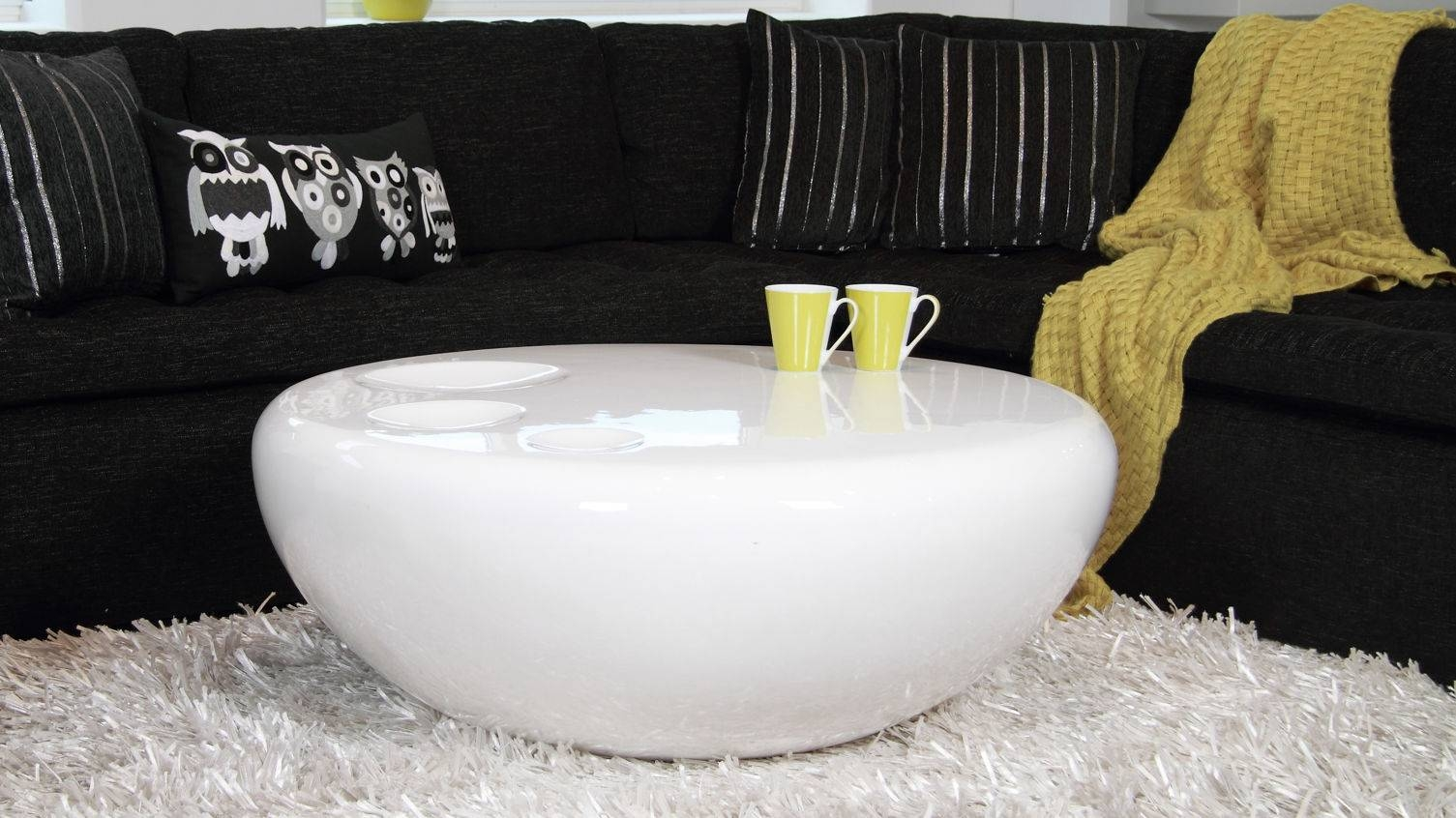 Astonishing White Coffee Table Living Room Decor Ideas – White throughout Round High Gloss Coffee Tables (Image 1 of 30)