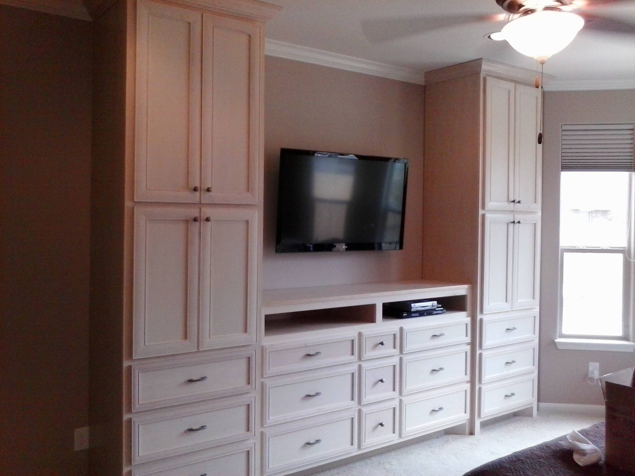 Bedrooms ~ Middle Bedroom Closets And Wardrobes Interior Large pertaining to Bedroom Wardrobe Storages (Image 15 of 30)