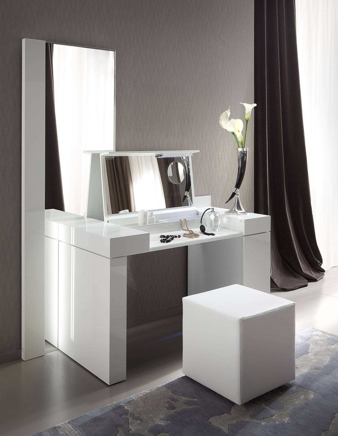 Black Gloss Dressing Table With Mirror | Creative Vanity Decoration For Black Dressing Mirrors (View 17 of 25)