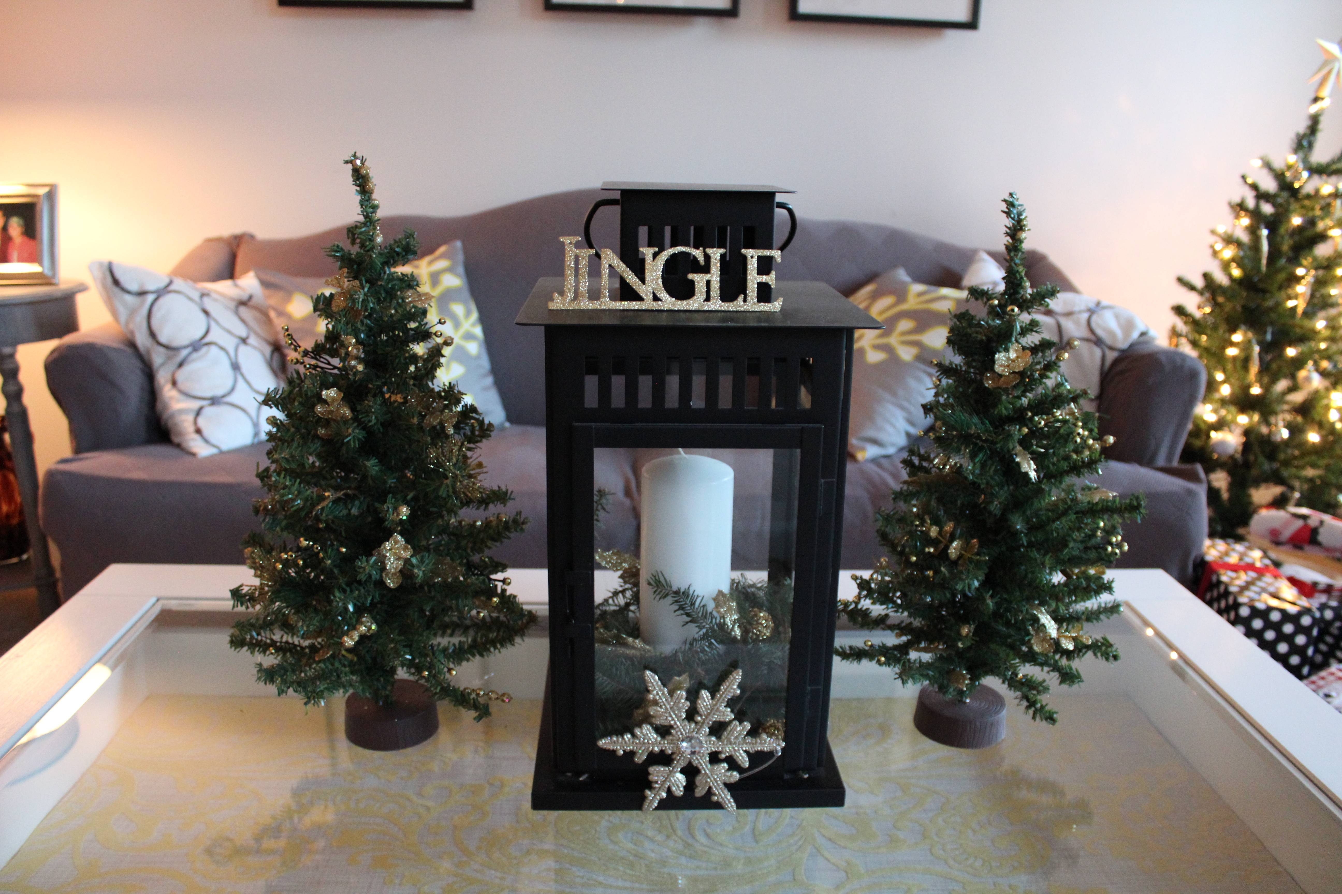 Brilliant Home Living Room Apartment Christmas Decor Expressing Throughout Rustic Christmas Coffee Table Decors (View 9 of 30)