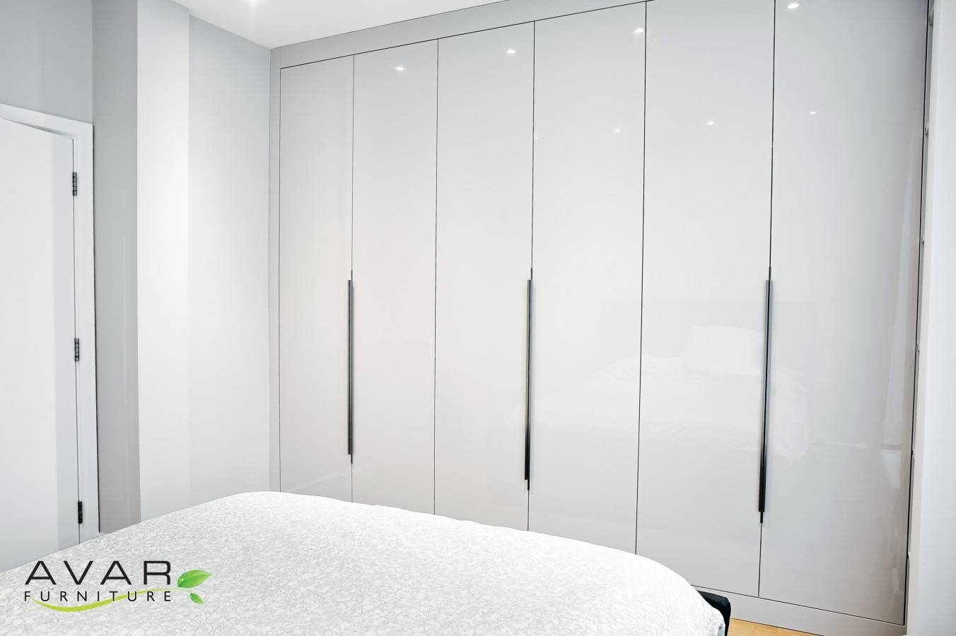 Ƹӝʒ Fitted Wardrobe Ideas Gallery 19 | North London, Uk | Avar with White High Gloss Wardrobes (Image 15 of 15)