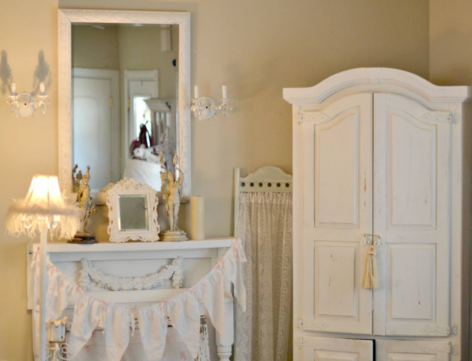 Chabby Chic Bedroom Furniture. Pretty Painted Vintage Shabby Chic Inside Vintage Shabby Chic Wardrobes (Photo 12 of 15)