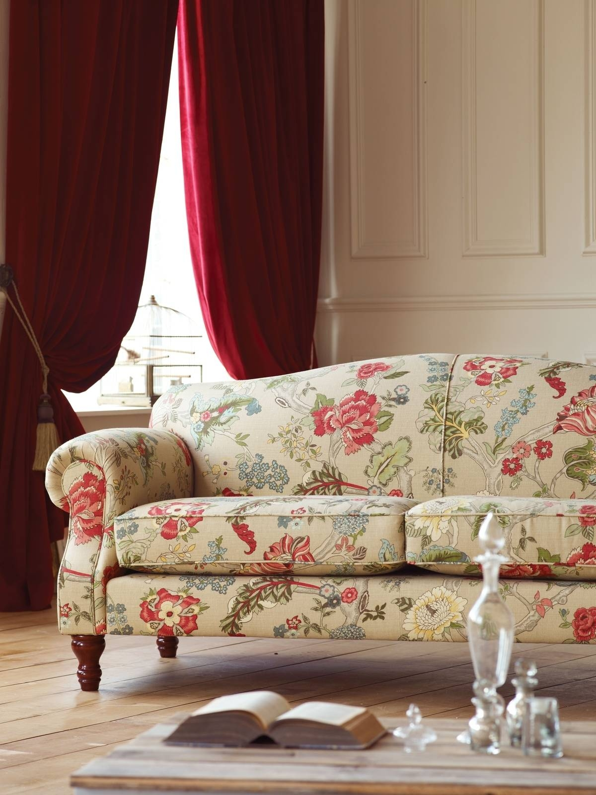 Chintz Sofa - Gallery Image Serenityrealm in Chintz Floral Sofas (Image 15 of 30)