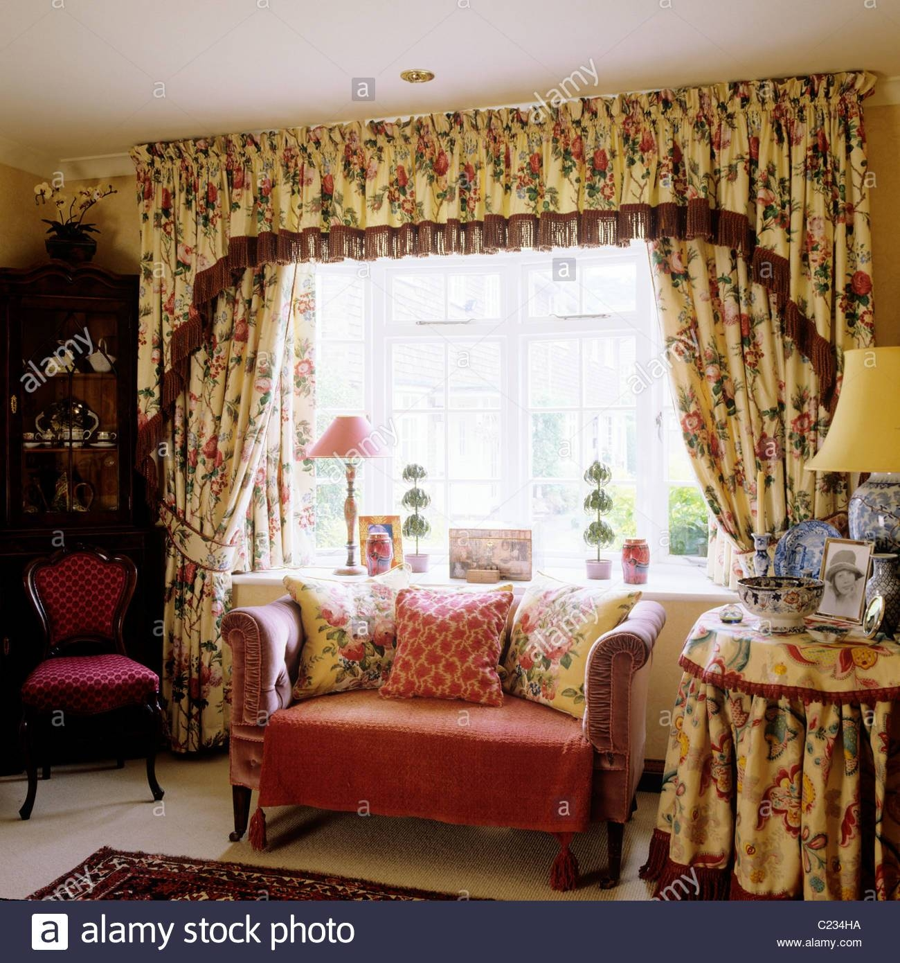 Chintz Stock Photos & Chintz Stock Images - Alamy with Chintz Covered Sofas (Image 19 of 30)