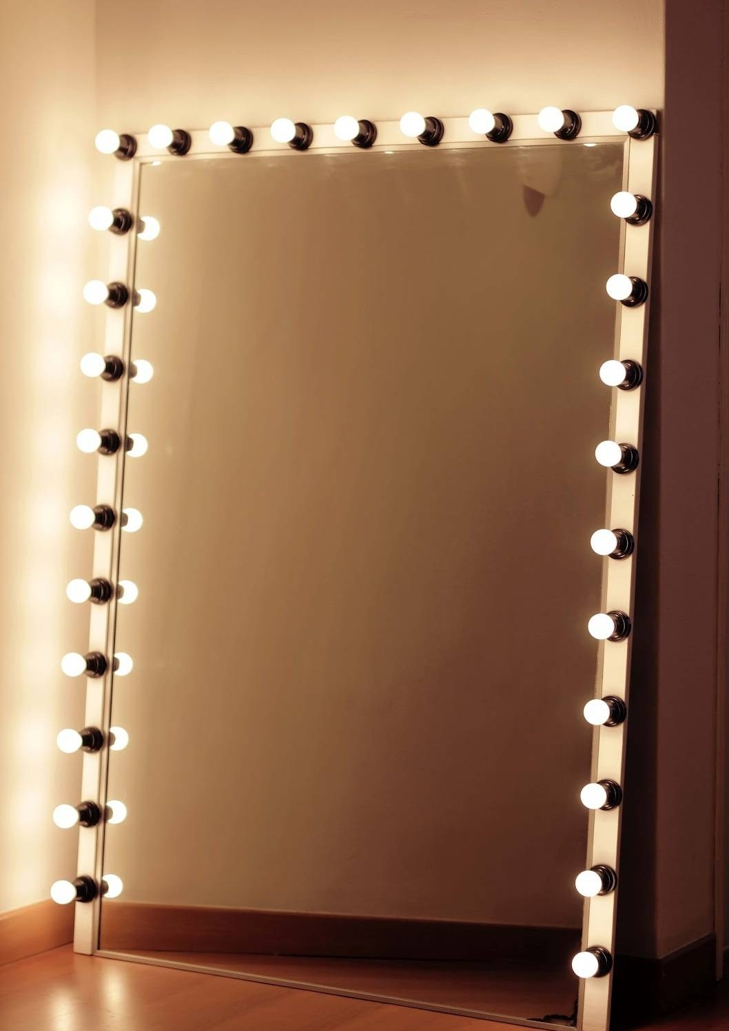 Decorations : Excellent Squre Mirrors With White Light Bulbs And intended for Cream Standing Mirrors (Image 11 of 25)