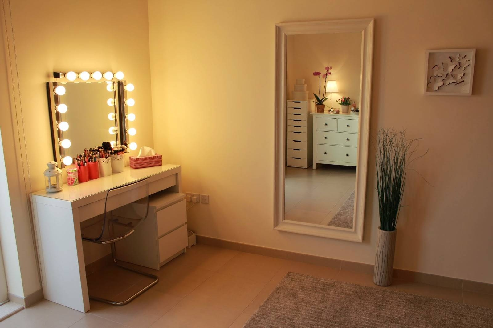 Dressing Table With Lights And Mirror | Creative Vanity Decoration with Illuminated Dressing Table Mirrors (Image 18 of 25)
