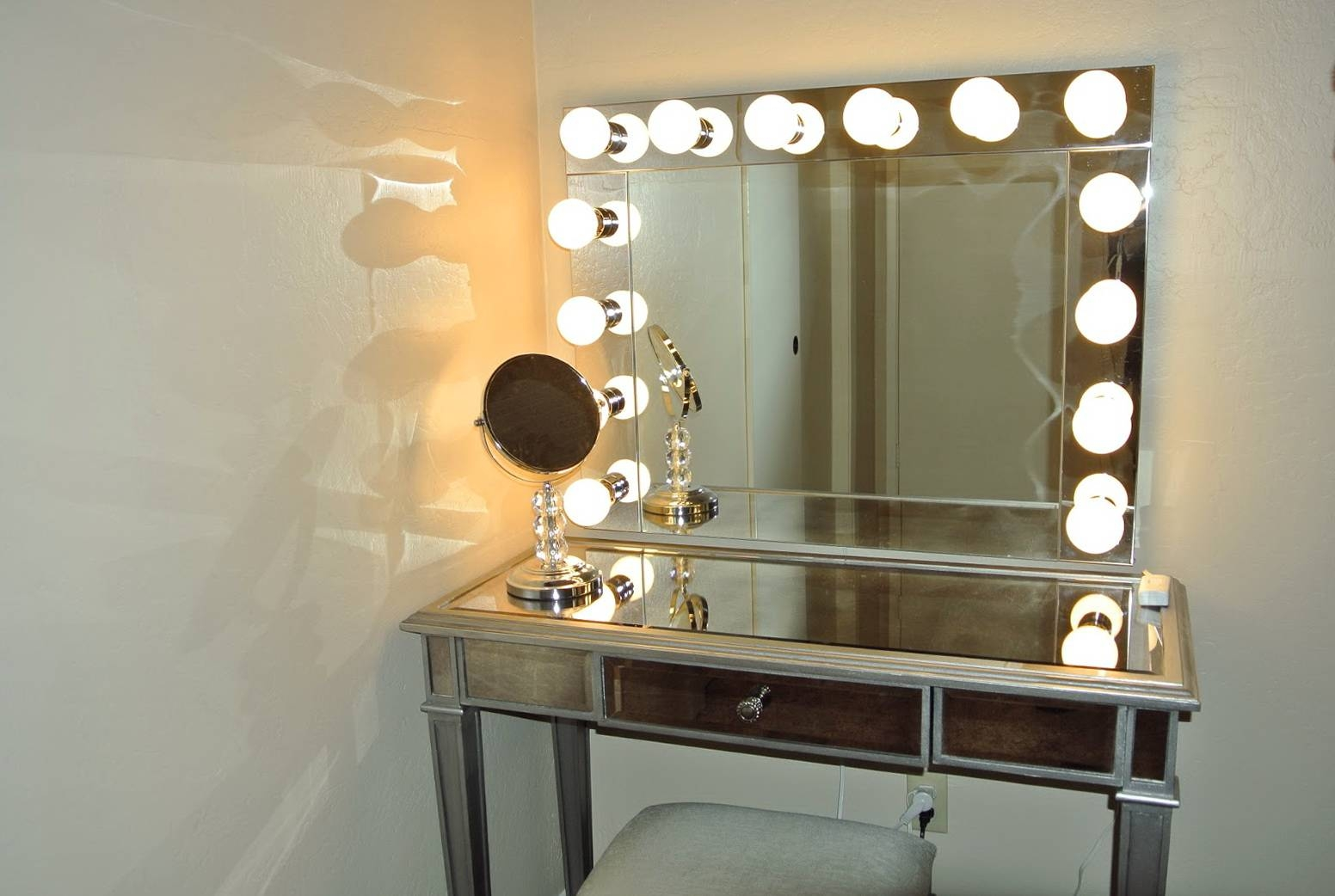 Dressing Table With Mirror And Lights | Creative Vanity Decoration inside Illuminated Dressing Table Mirrors (Image 19 of 25)