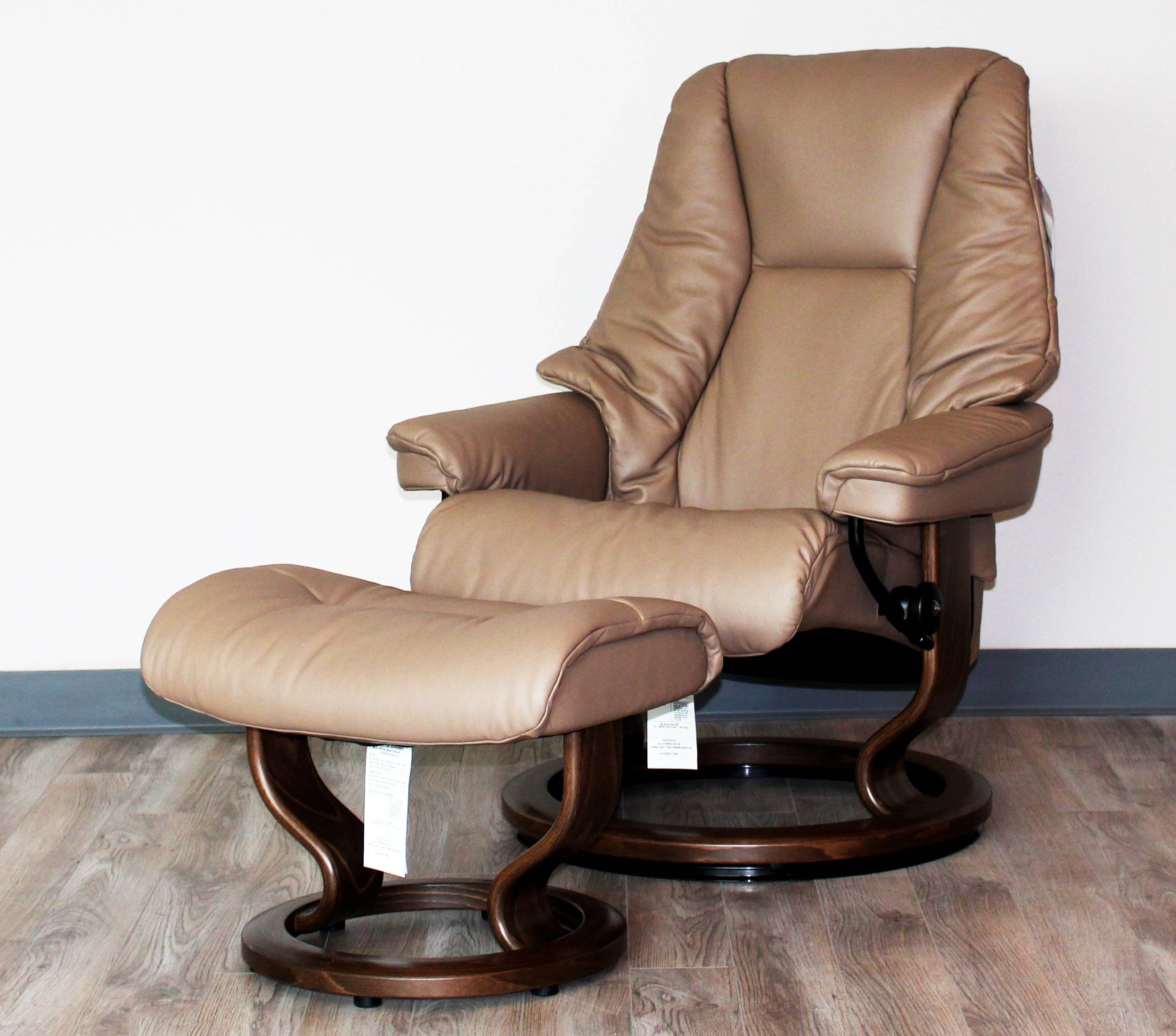 Ekornes Stressless Live Recliner Chair Lounger And Ottoman for Ergonomic Sofas And Chairs (Image 7 of 30)