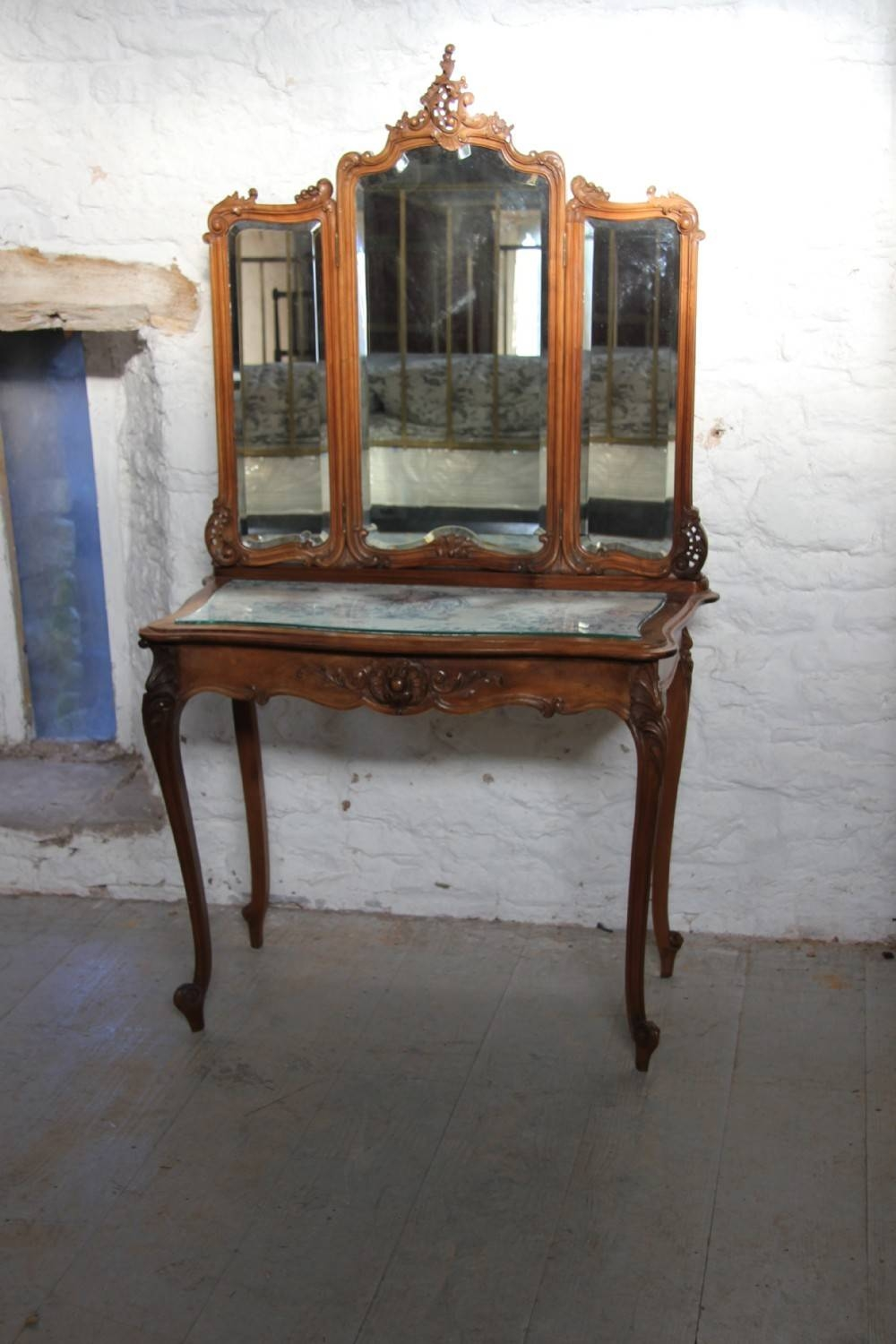 French Louis Xv Style Dressing Table With Three Fold Mirror With French Style Dressing Table Mirrors (Photo 24 of 25)