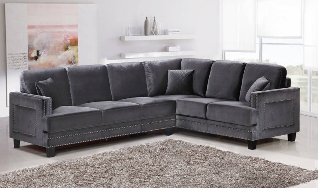 Furniture: Classic And Traditional Style Velvet Sectional Sofa For regarding Velvet Sofas Sectionals (Image 12 of 25)