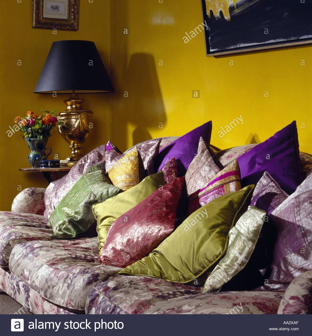 Interiors Sittingroom Sofa Yellow Stock Photos & Interiors in Yellow Chintz Sofas (Image 22 of 30)