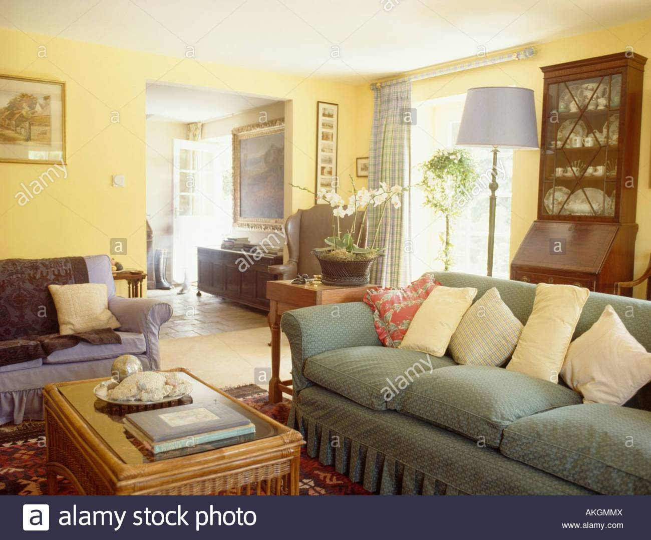 Interiors Sittingroom Sofa Yellow Stock Photos & Interiors in Yellow Chintz Sofas (Image 21 of 30)