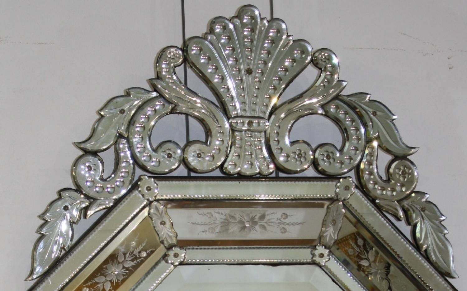 Large And Impressive Venetian Mirror with Venetian Antique Mirrors (Image 18 of 25)