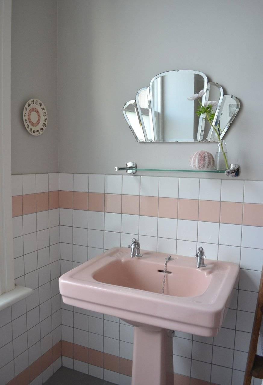 Mesmerizing Vintage Bathroom Pedestal Sinks Retro Pedestal Sink with regard to Retro Bathroom Mirrors (Image 19 of 25)