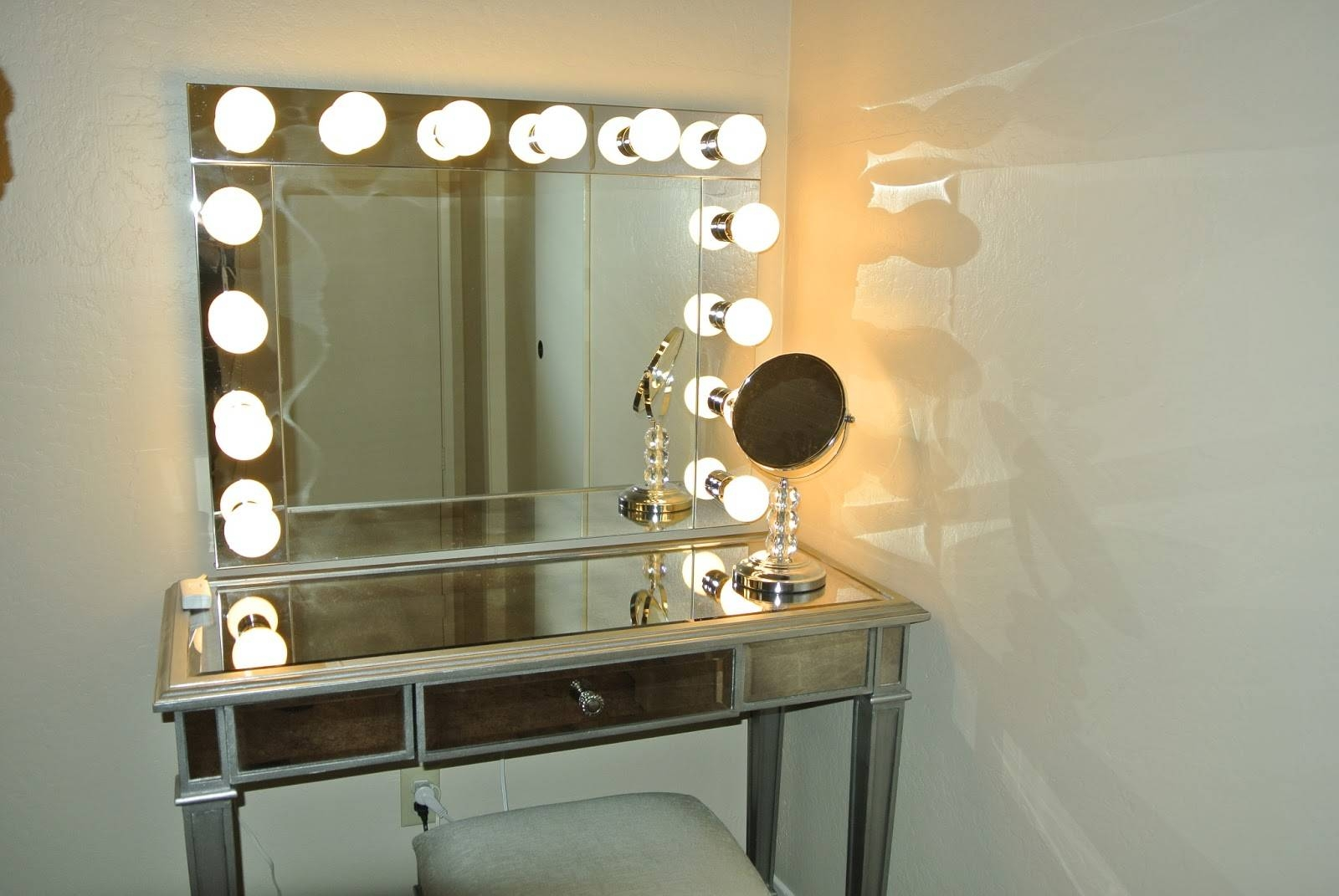 Modernt Lighting Vanity Table With Mirror Ideas — Interior Home with regard to Illuminated Dressing Table Mirrors (Image 23 of 25)