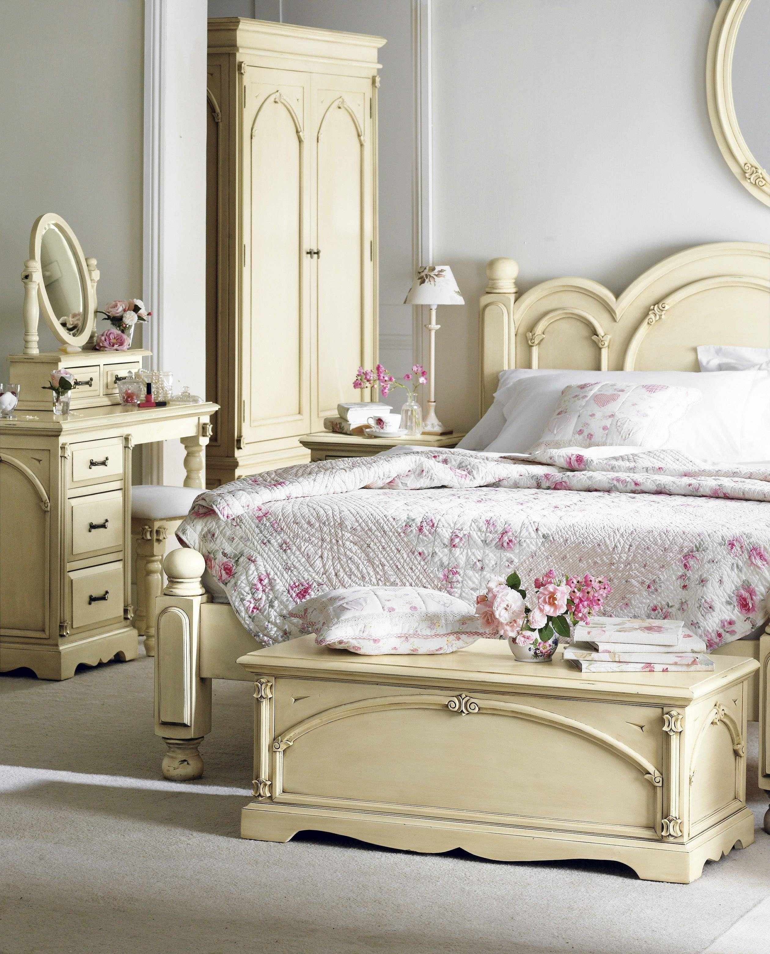 Oval Cream Wooden Mirror Addedcream Wooden Dressing Table On with regard to Antique Cream Mirrors (Image 19 of 25)