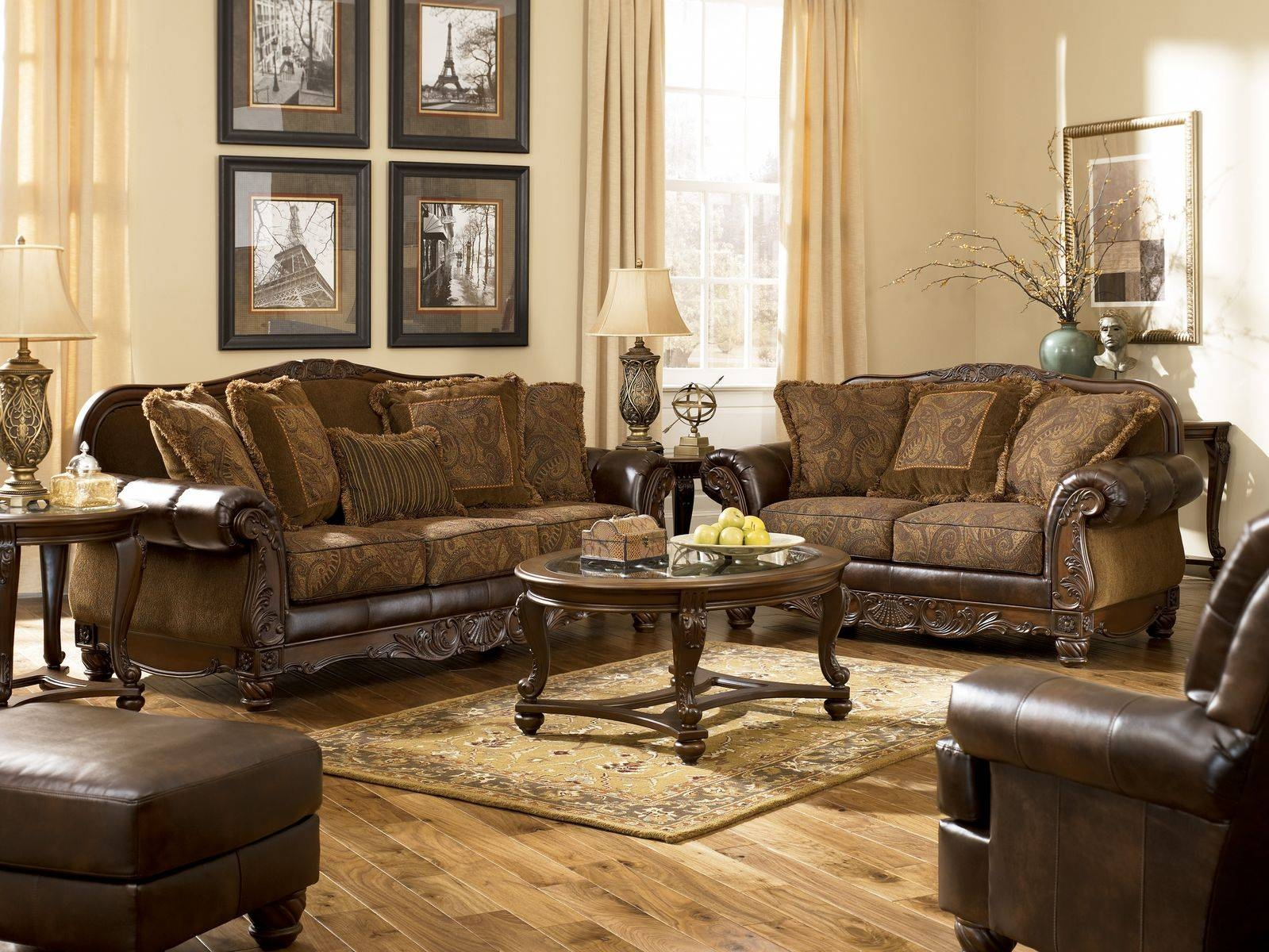 Traditional Leather Sofas And Chairs Endearing.enchanting within Traditional Sofas and Chairs (Image 10 of 15)