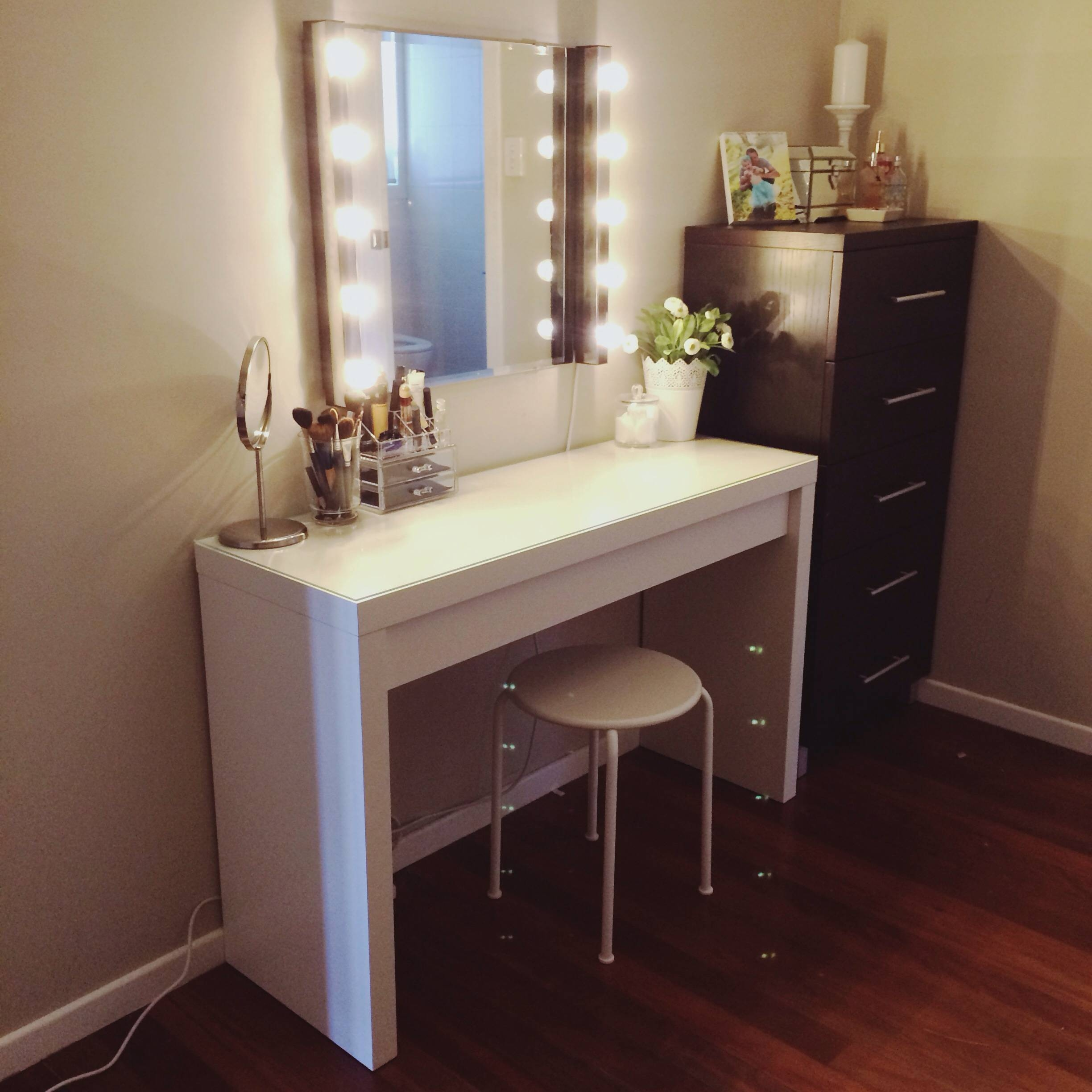 Vanity Dressing Table With Mirror And Lights | Creative Vanity for Decorative Dressing Table Mirrors (Image 21 of 25)