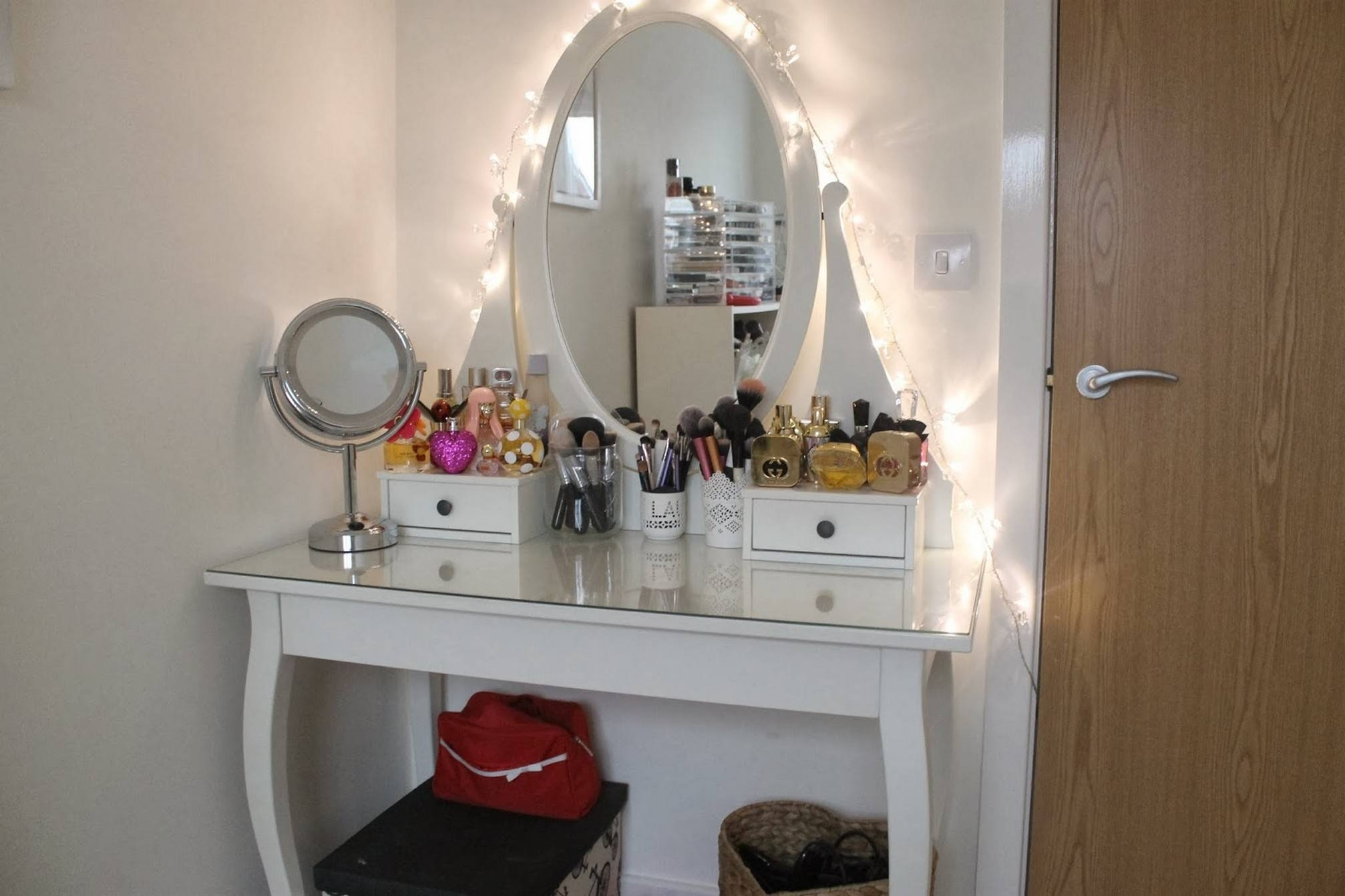Featured Photo of Decorative Dressing Table Mirrors