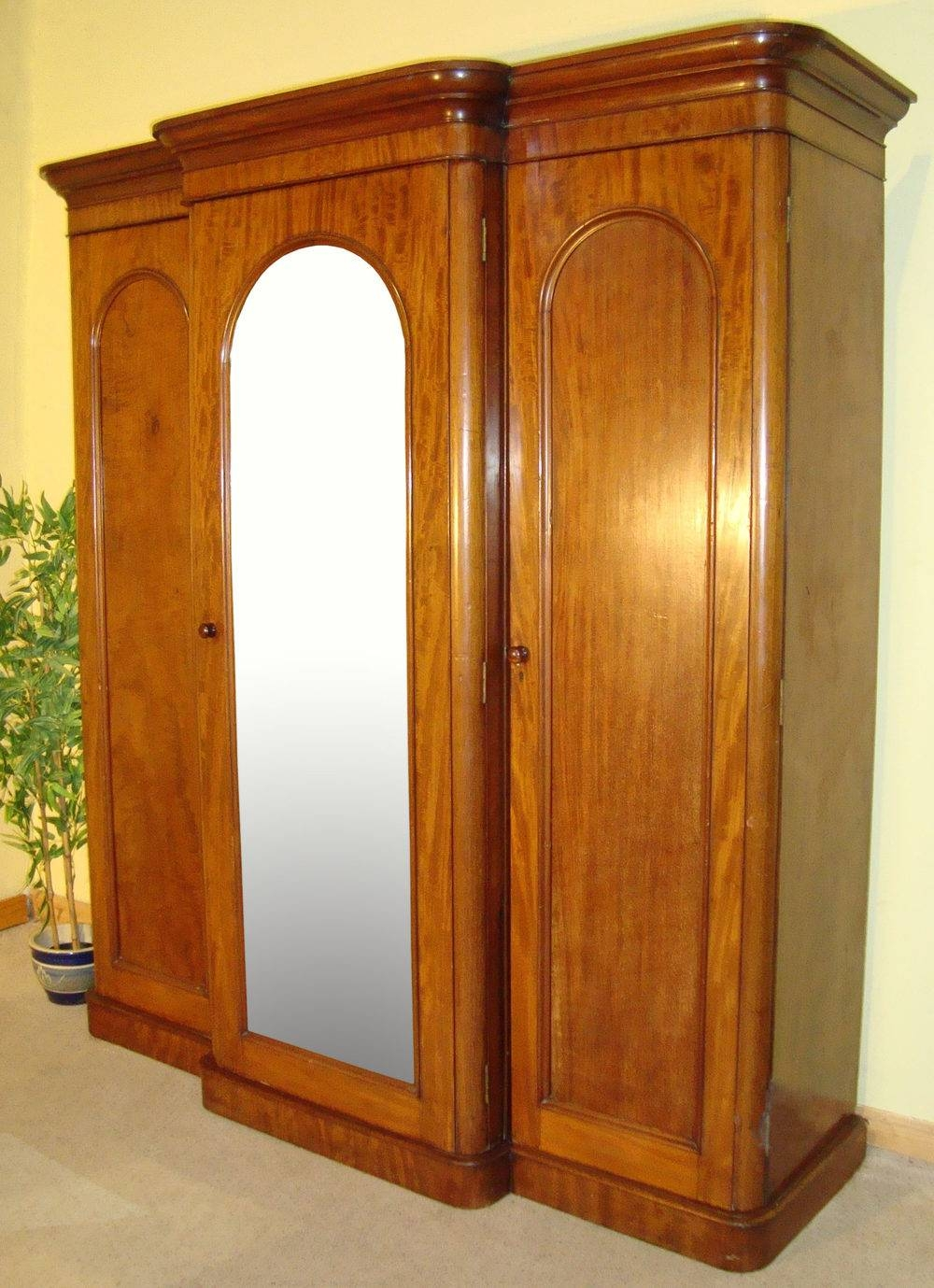Victorian Mahogany Three Door Breakfront Wardrobe - Antiques Atlas throughout Victorian Mahogany Breakfront Wardrobe (Image 26 of 30)
