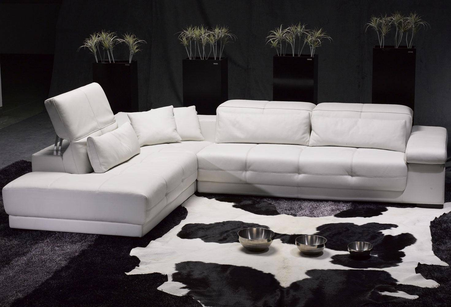 White Sectional Sofa | Home Designjohn throughout Black and White Sectional Sofa (Image 29 of 30)