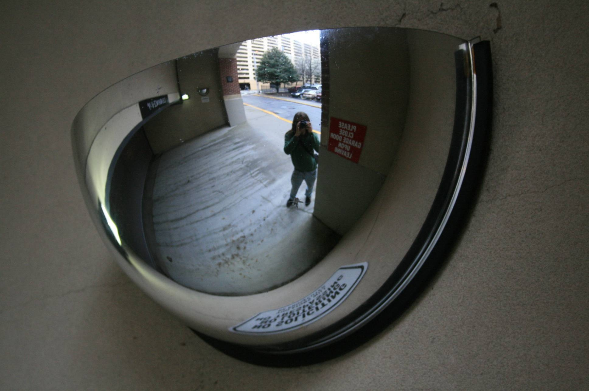 File:2008-03-14 Convex Mirror In Atlanta Garage Entrance in Convex Mirrors (Image 4 of 15)