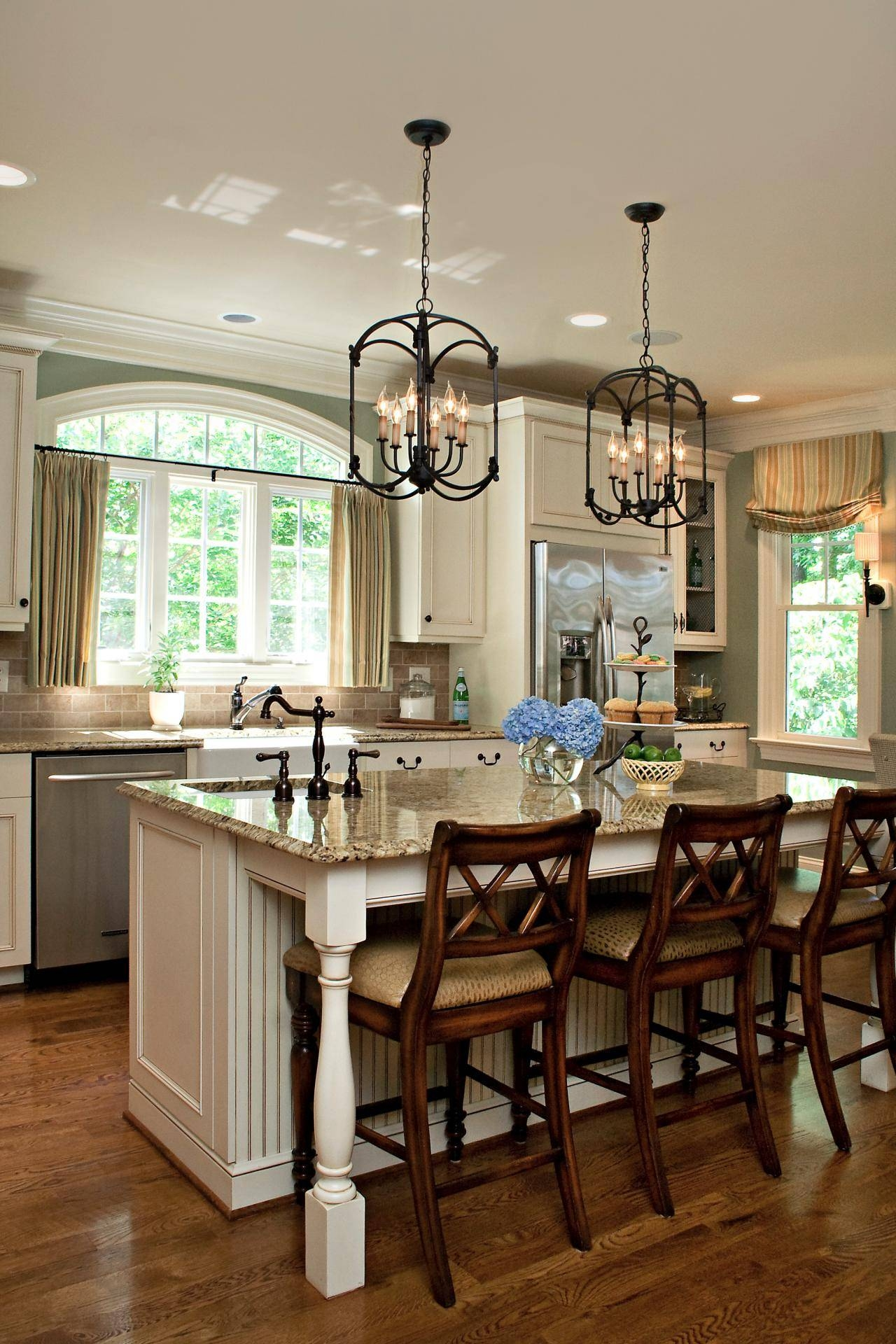 Featured Photo of Lantern Style Pendant Lighting