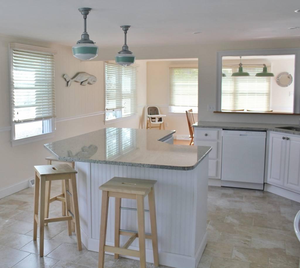 Popular Photo of Schoolhouse Pendant Lighting For Kitchen