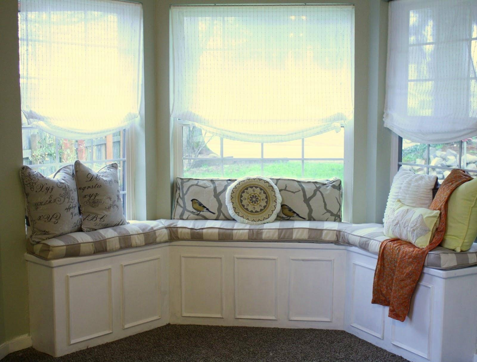20+ Choices Of Sofas For Bay Window | Sofa Ideas within Sofas for Bay Window (Image 1 of 15)
