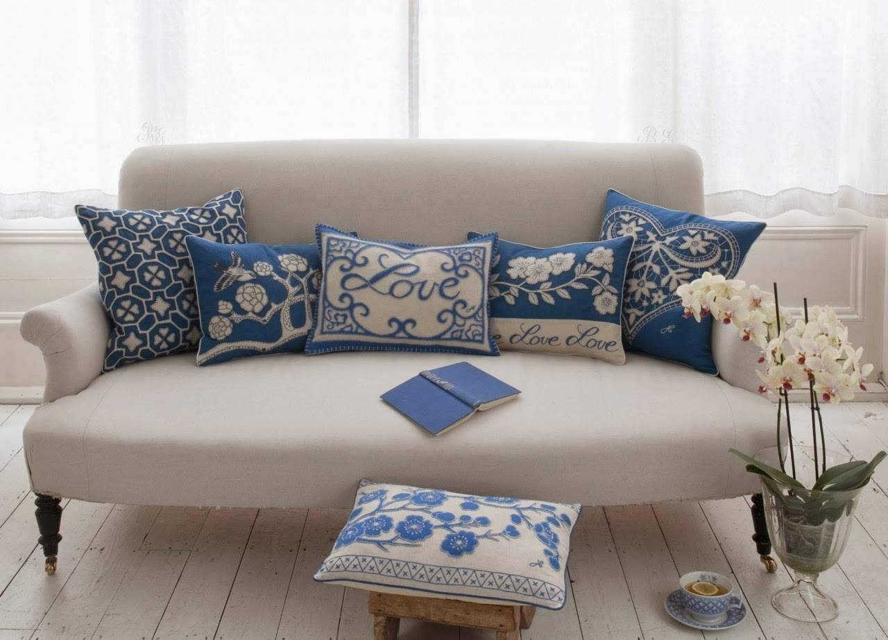 Blue And White Sofa 62 With Blue And White Sofa | Jinanhongyu throughout Blue And White Sofas (Image 3 of 15)