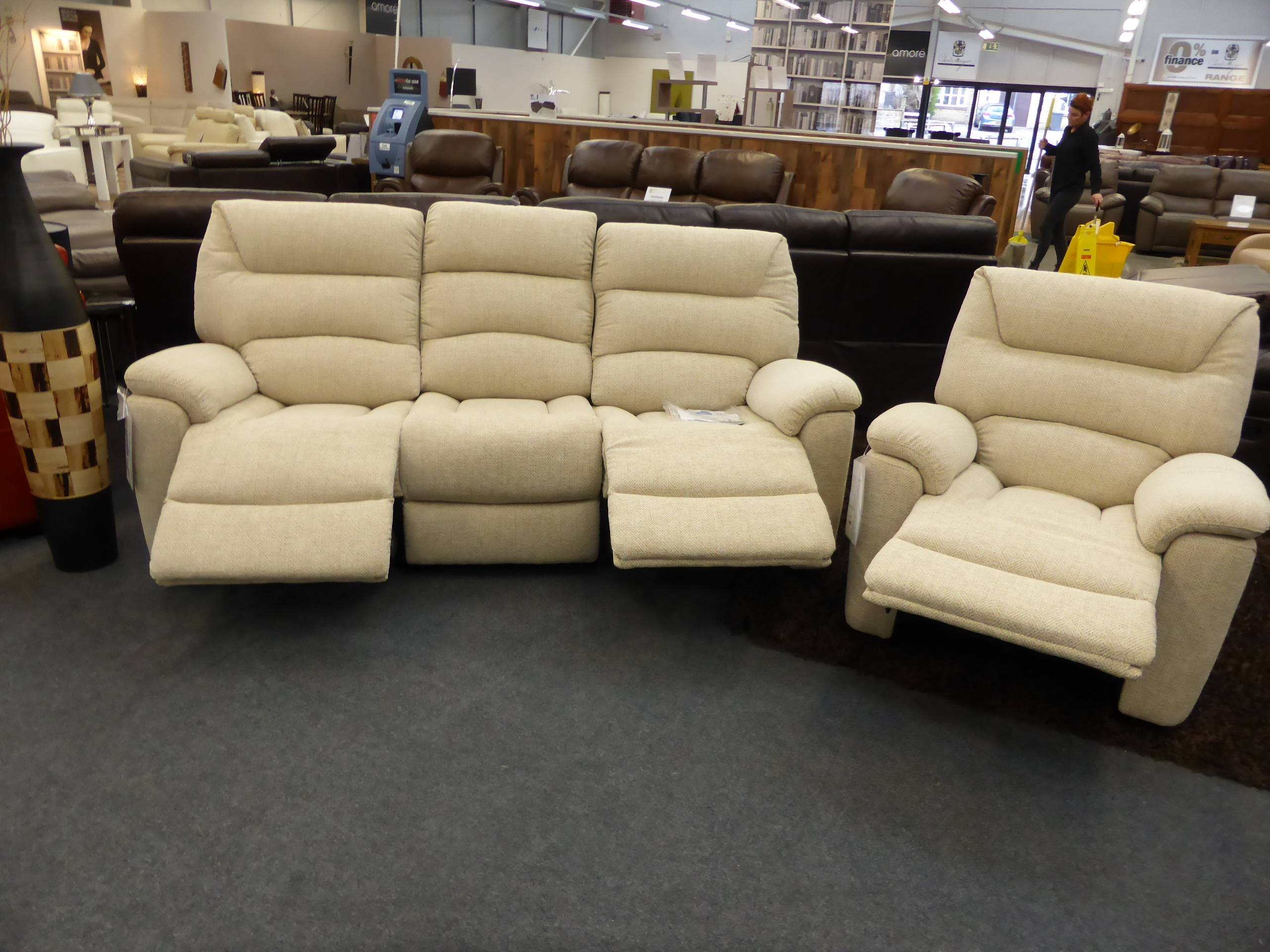 La-Z-Boy Manhattan Cream Fabric 3 & Chair Electric Recliners regarding Lazy Boy Manhattan Sofas (Image 8 of 15)
