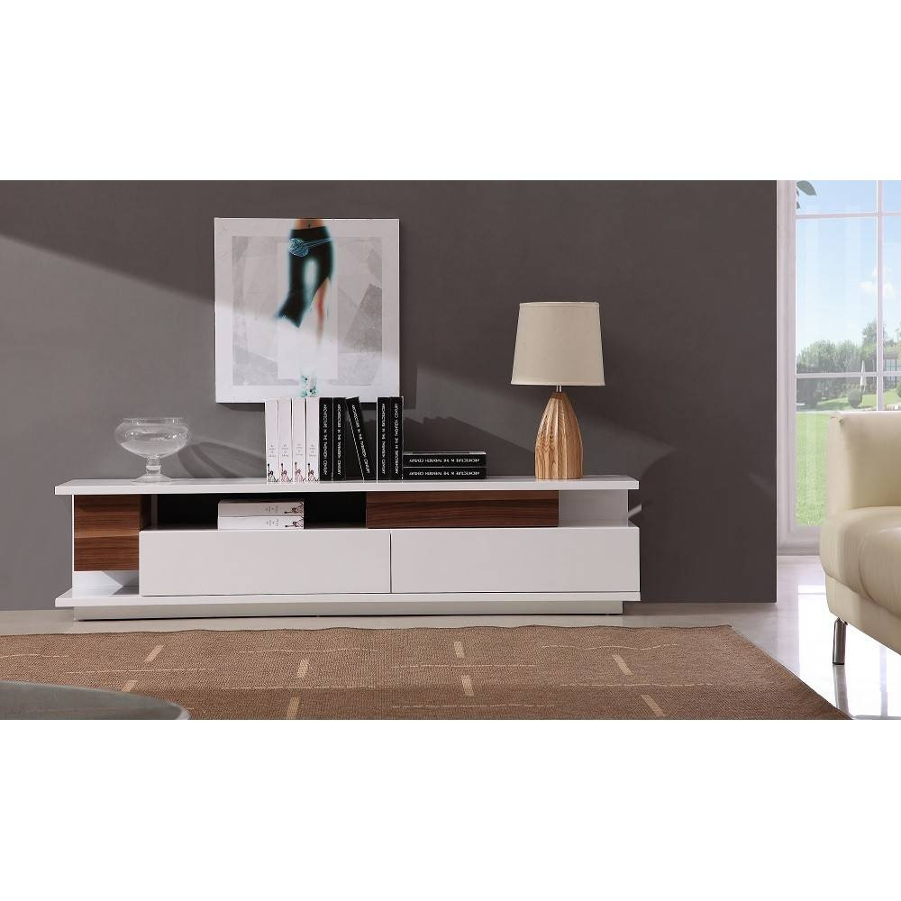 Modern Tv061 Tv Stand In White High Gloss/ Walnut, J&m Furniture Throughout High Gloss White Tv Stands (View 9 of 15)