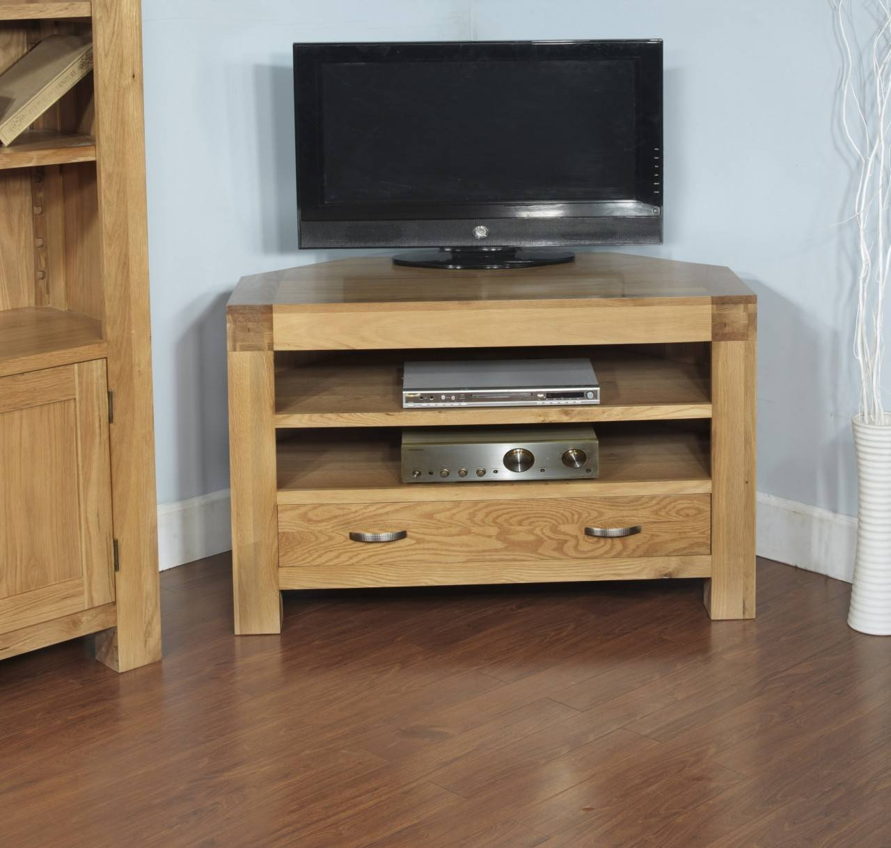 Rivermead Solid Oak Modern Furniture Widescreen Corner Tv Cabinet Throughout Contemporary Oak Tv Stands (View 6 of 15)