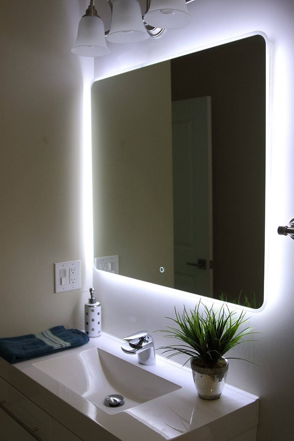 Featured Photo of Large Illuminated Mirrors