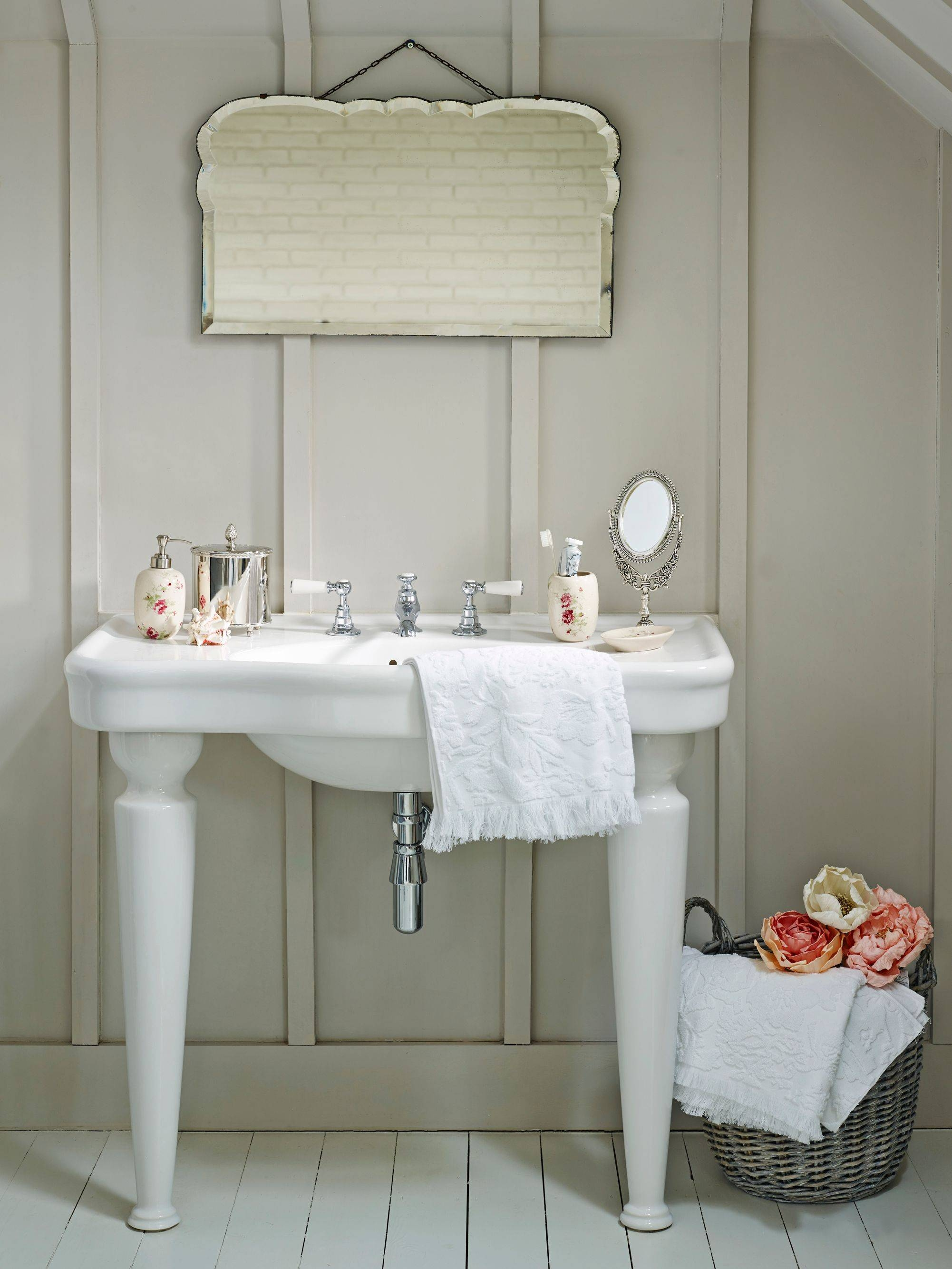 Bright Inspiration Shabby Chic Bathroom Mirror Graphicdesigns Co Pertaining To Shabby Chic Bathroom Mirrors (View 4 of 15)