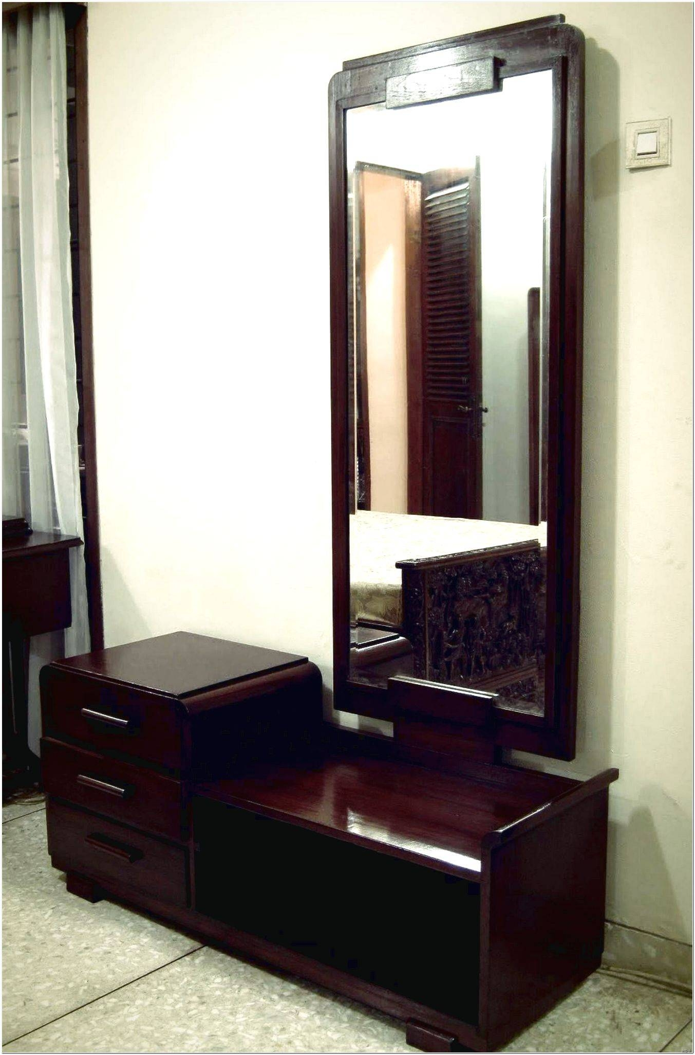 Featured Photo of Dressing Table With Long Mirrors