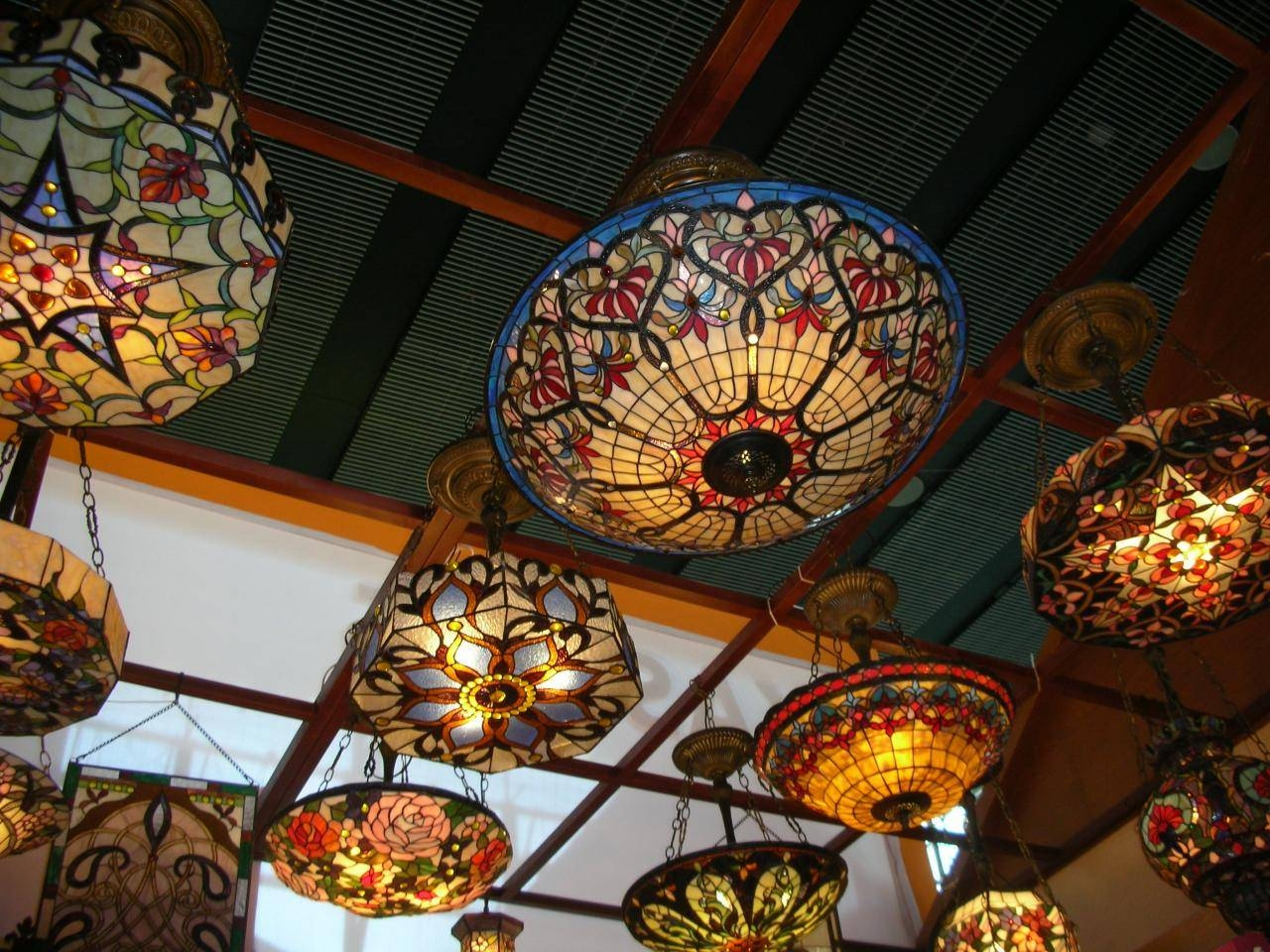 Featured Photo of Tiffany Style Pendant Light Fixtures