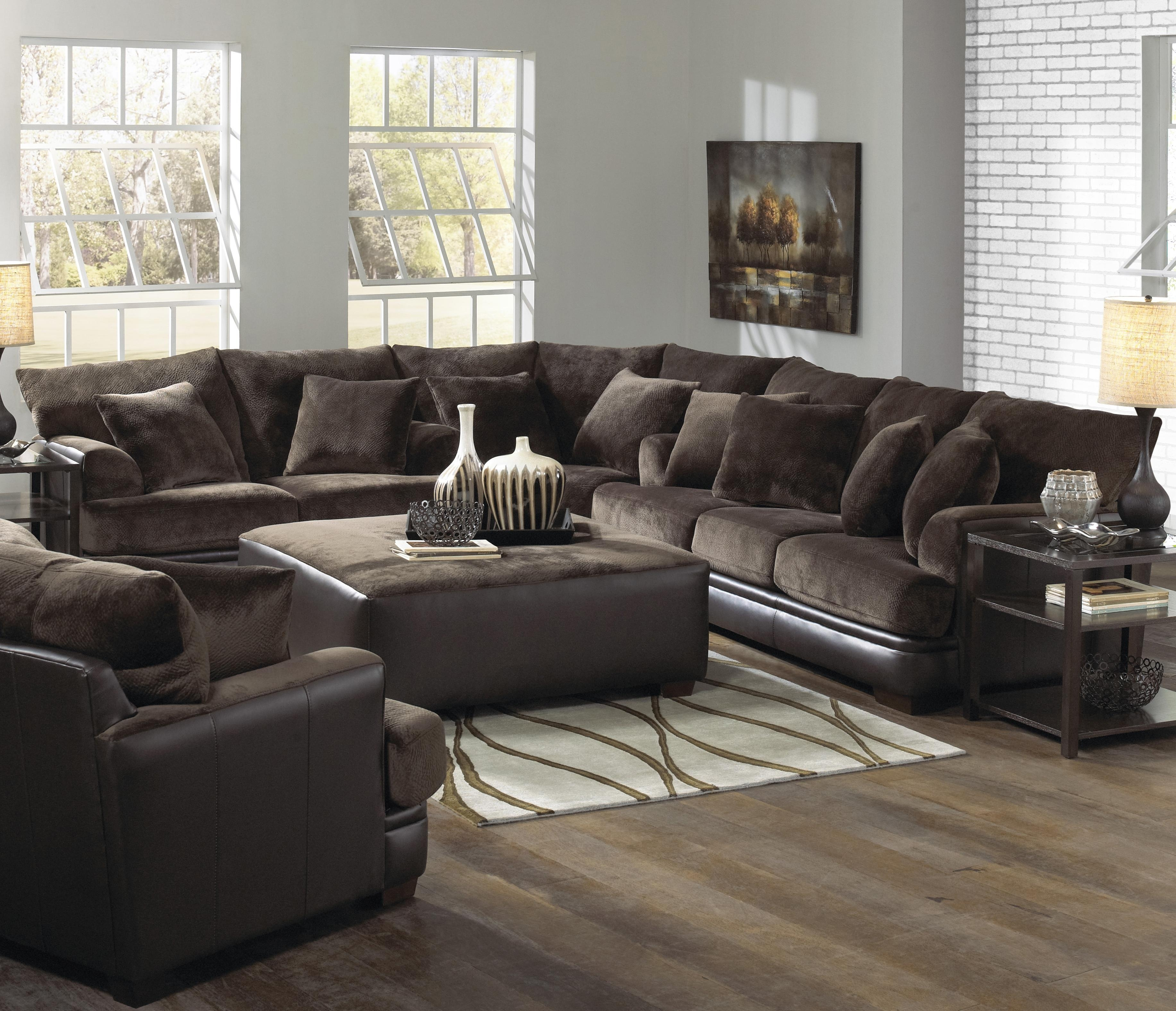 Furniture: Interesting Living Room Interior Using Large Sectional within Extra Large U Shaped Sectionals (Image 8 of 15)
