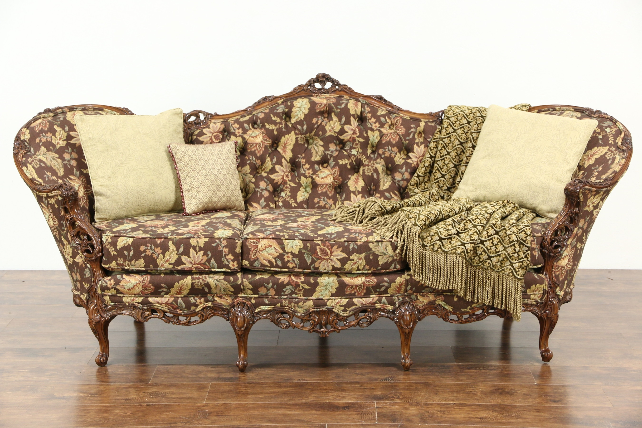 Featured Photo of Vintage Sofas
