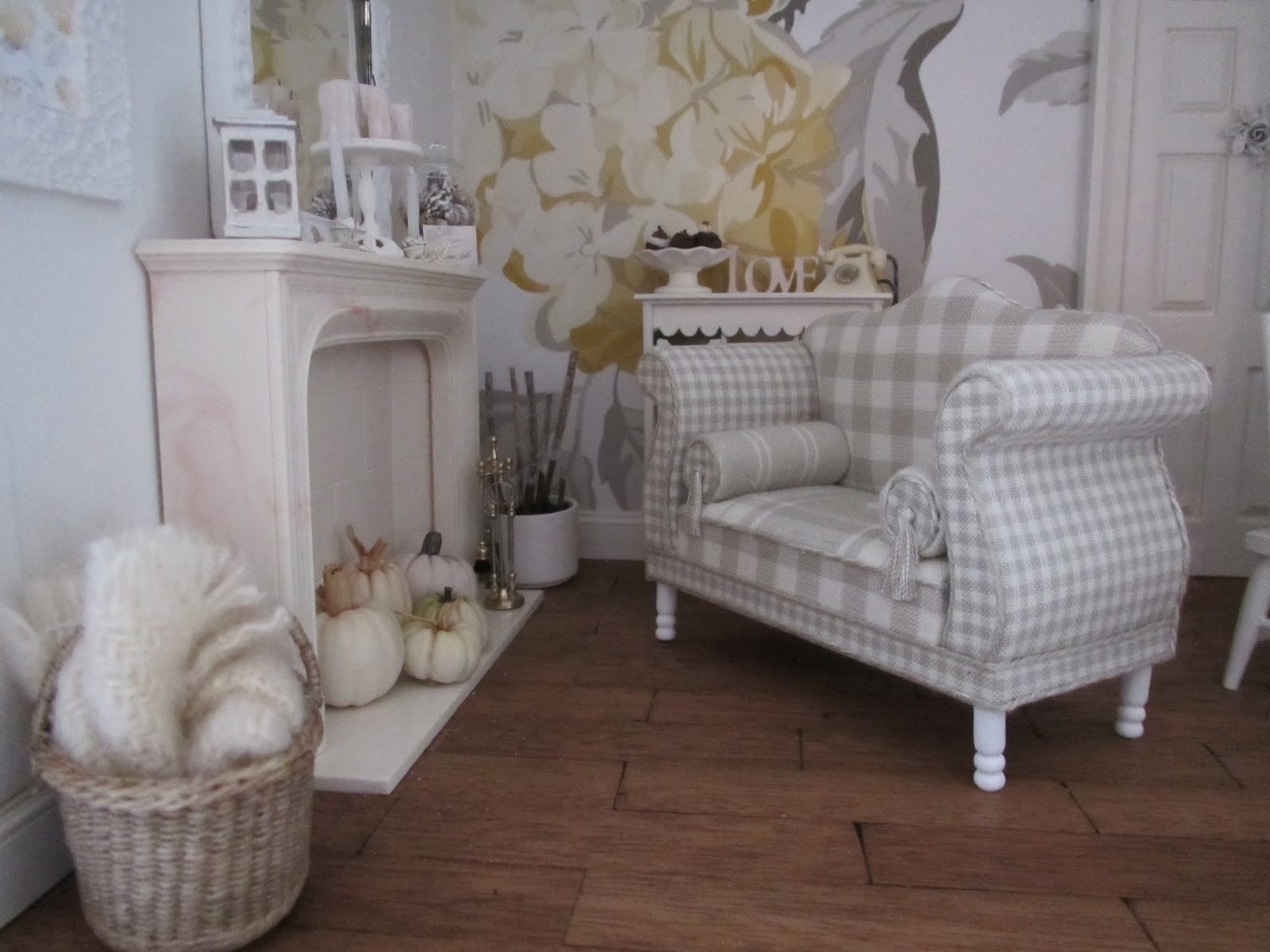 Shabby Chic Sofa | Aifaresidency intended for Shabby Chic Sofas (Image 10 of 10)