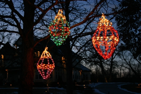 Absolutely Smart Hanging Christmas Lights Outside Tree On Trees regarding Hanging Outdoor Christmas Lights In Trees (Image 1 of 10)