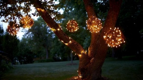 Hanging Outdoor Lights On Tree The Best Hanging Outdoor Lights with regard to Hanging Outdoor Christmas Lights In Trees (Image 5 of 10)