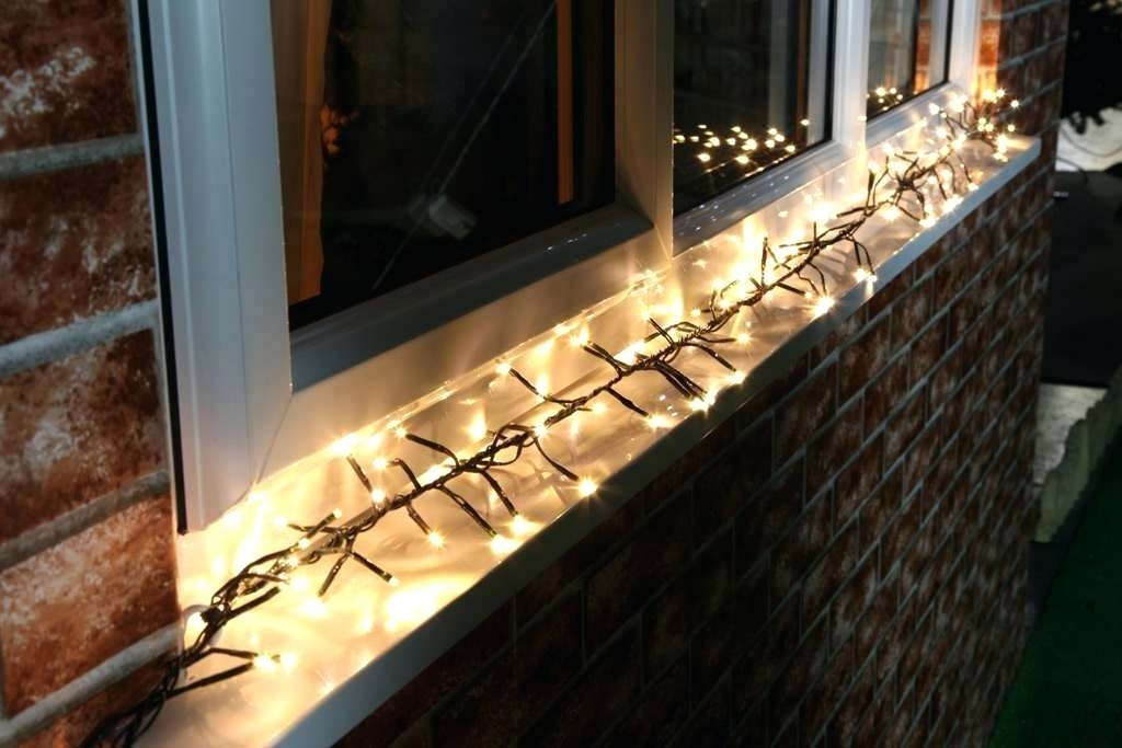 How To Hang Outdoor Christmas Lights – Therav within Hanging Outdoor Christmas Lights Around Windows (Image 6 of 10)